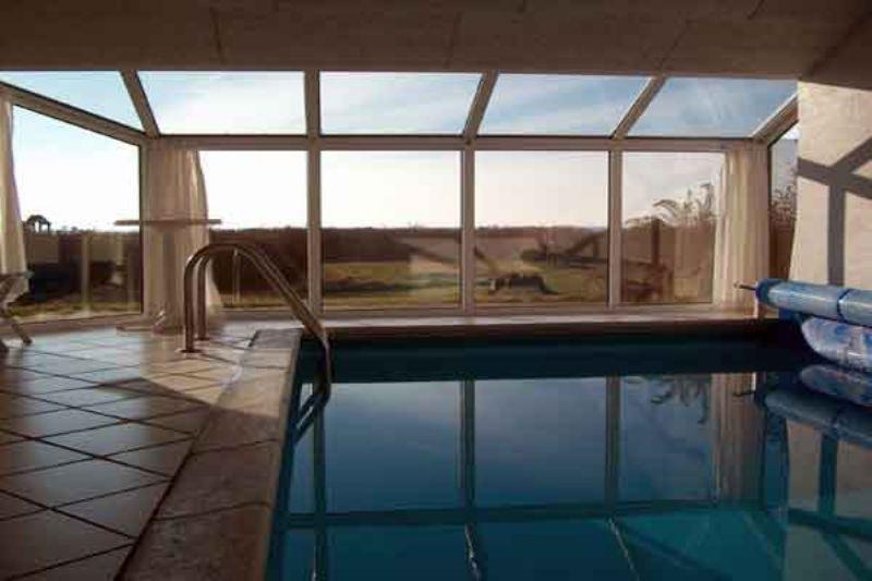 luxuspoolhaus nur 50 meter vom strand. Black Bedroom Furniture Sets. Home Design Ideas